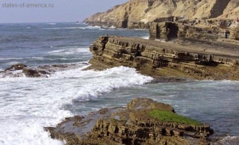 Скалы побережья